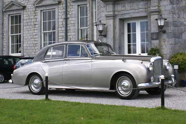Luxury Wedding Cars Vintage And Classic Wedding Cars Luxuryy Com